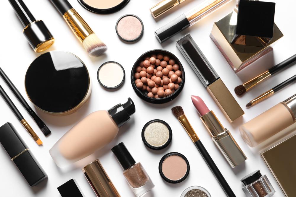 kosmetyki na białym tle